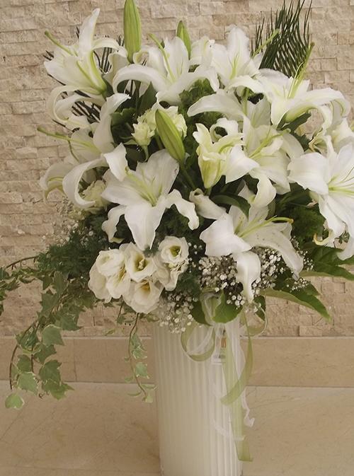Cam vazo beyaz kazablanka lusiantus gül